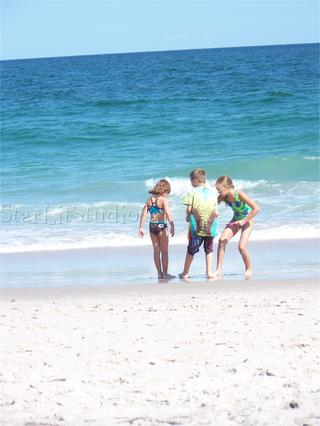 081808_kids_at_lbi_3